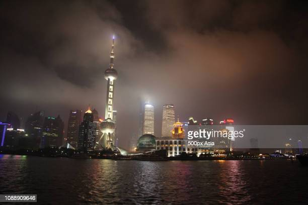 skyscrapers at night in hangzhou, shanghai, china - image stockfoto's en -beelden