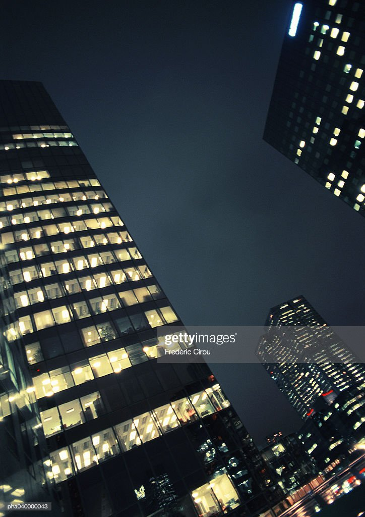 Skyscrapers at night, low angle view : Stockfoto