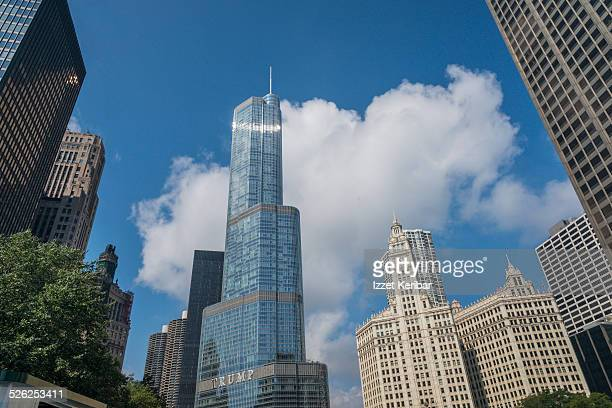 skyscrapers from chicago river, illinois - trump international hotel & tower chicago stock pictures, royalty-free photos & images
