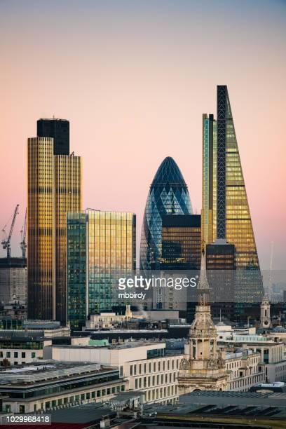 skyscrapers in city of london - capitali internazionali foto e immagini stock