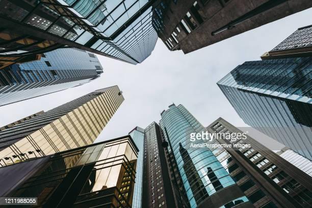 skyscrapers in hong kong, low angle view - internationale finanzen stock-fotos und bilder