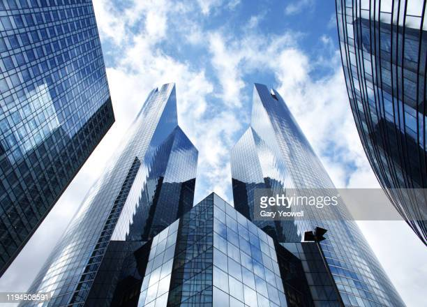 skyscrapers in la defense - office building exterior stock pictures, royalty-free photos & images