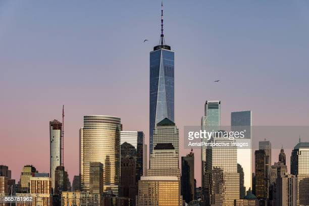 skyscrapers in manhattan, new york - one world trade center stock pictures, royalty-free photos & images