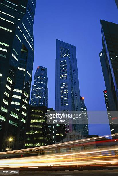 skyscrapers in singapore at dusk - hugh sitton stock pictures, royalty-free photos & images