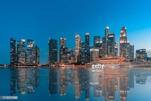 skyscrapers in singapore (dusk) - マリーナ湾 ストックフォトと画像