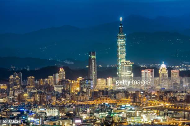 臺灣臺北的現代城市摩天大樓 - taipei 101 個照片及圖片檔