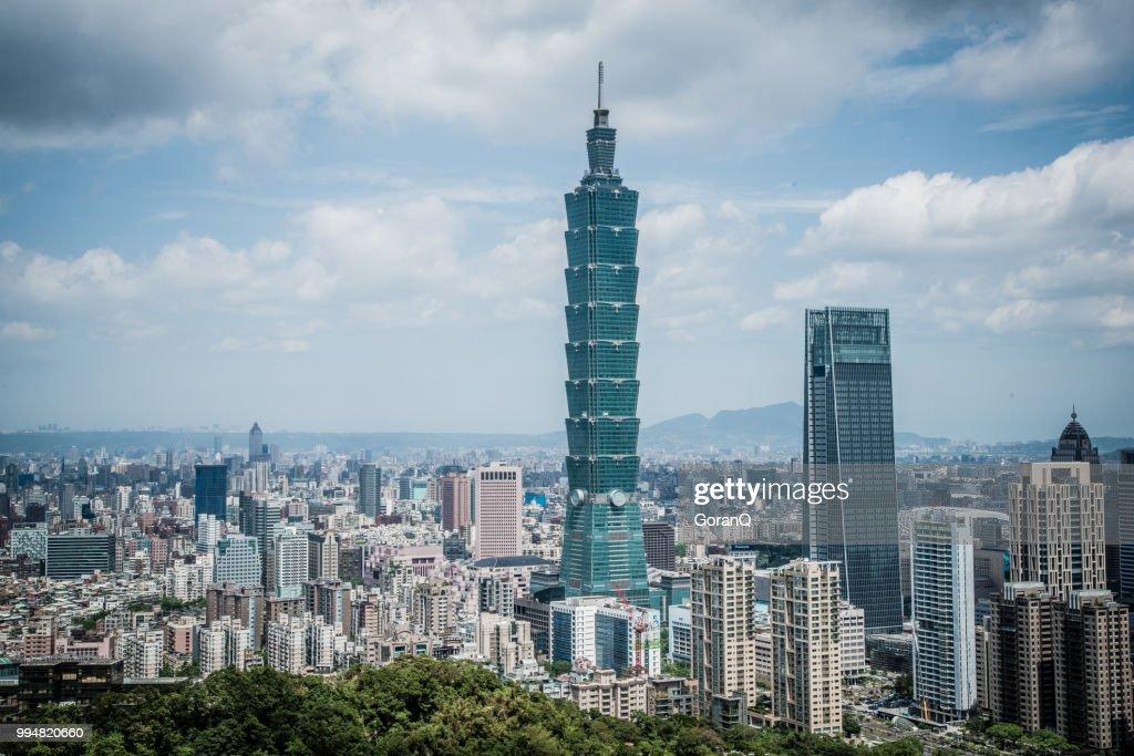 台湾台北市に青い空の下で視点を...