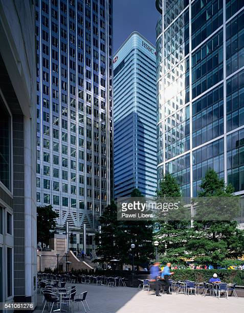 skyscrapers on canary wharf - headquarters stock pictures, royalty-free photos & images