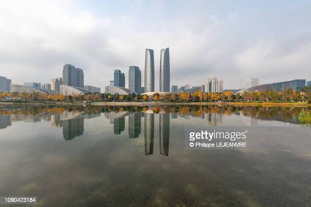 skyscrapers reflecting in a lake in chengdu - 成都 ストックフォトと画像