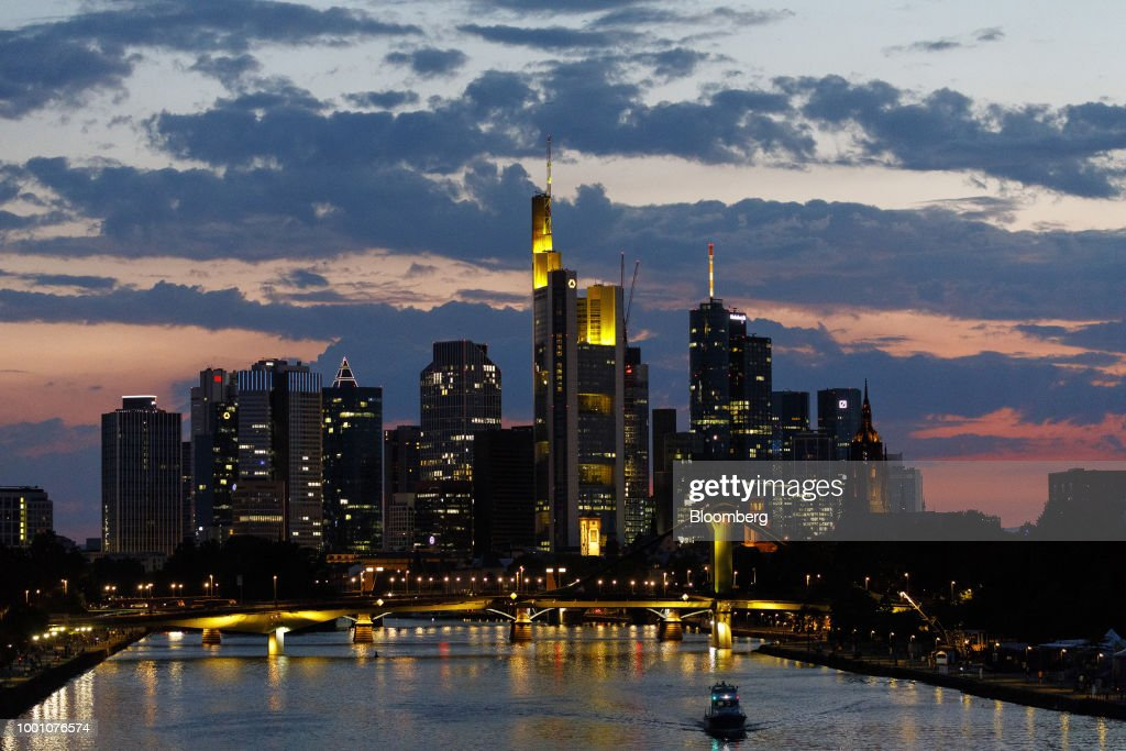 Frankfurt Losing Edge in Brexit Race as Paris Gains Ground