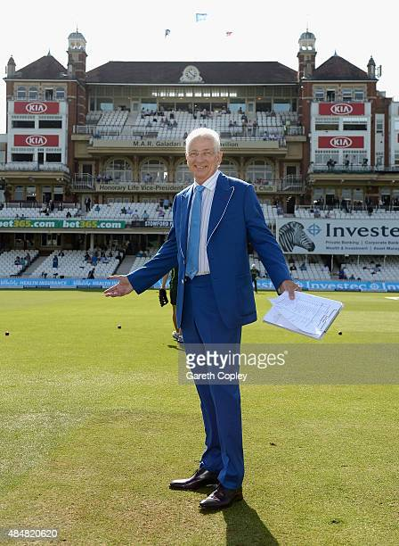 Skysports David Gower wears a blue Cricket United jacket ahead of day three of the 5th Investec Ashes Test match between England and Australia at The...