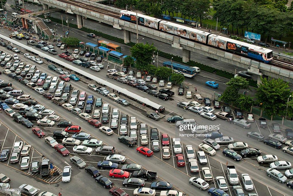 BTS skytrain. Bangkok : Bildbanksbilder