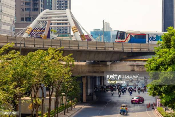 skytrain in chong nonsi district in bangkok in day ; thailand ; asia - バンコク・スカイトレイン ストックフォトと画像