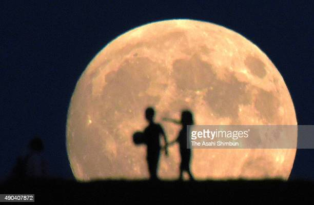 Skywatchers enjoy the harvest moon at Moerenuma Park on September 27 2015 in Sapporo Hokkaido Japan Japanese celebrate the 'harvest moon' or...