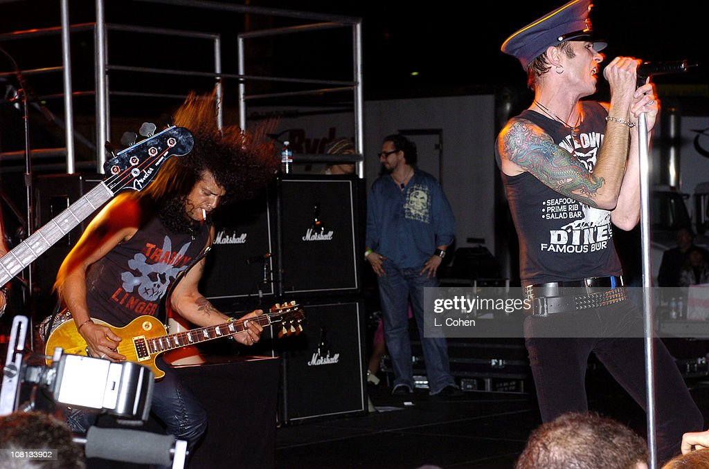 Slash and Scott Weiland of Velvet Revolver surprise thousands of people with a special free performance in Hollywood prior to kicking off their headlining tour.
