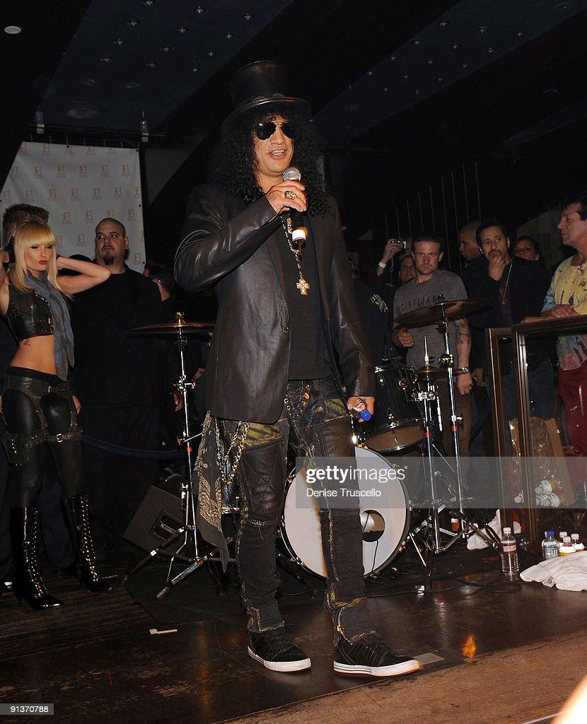 Slash attends Jet Nightclub at The Mirage on October 2, 2009 in Las Vegas, Nevada.