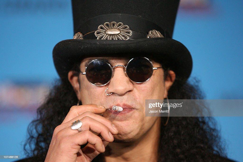 Slash during 2005 Billboard Music Awards - Arrivals at MGM Grand in Las Vegas, Nevada, United States.