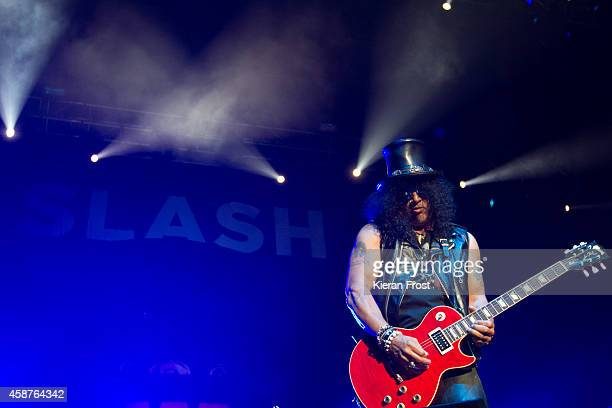 Slash performs on stage at 3Arena on November 10, 2014 in Dublin, Ireland.