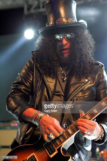 Slash performs with Velvet Revolver at Stubb's on January 31 2008 in Austin Texas