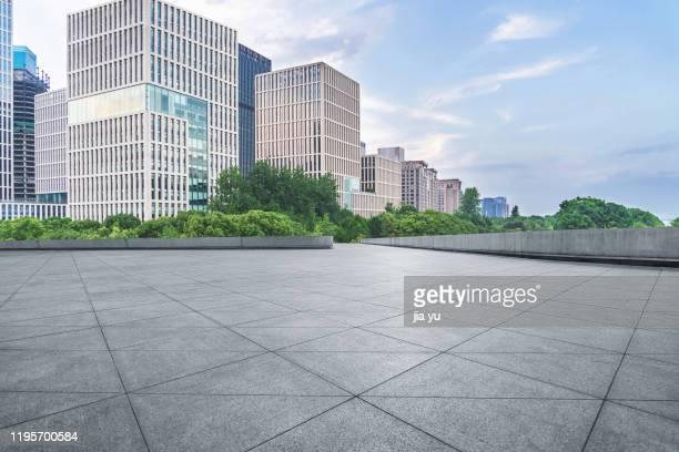 slate platform and modern architecture - 角度 ストックフォトと画像
