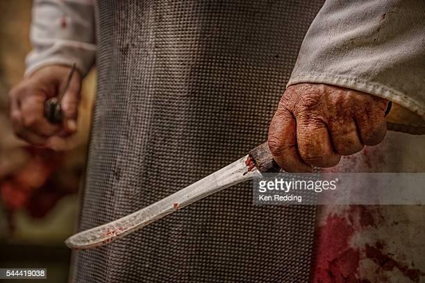 slaughterhouse butcher knife - 食肉処理場 ストックフォトと画像