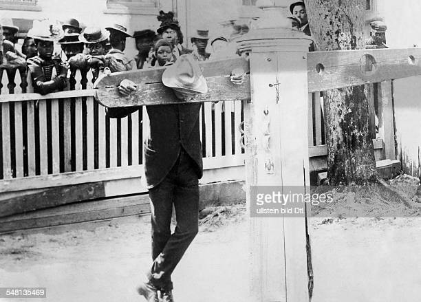 USA Slave standing on the pillory undated Photographer Philipp Kester Vintage property of ullstein bild