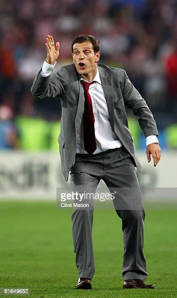 Slaven Bilic coach of Croatia guestures during the UEFA EURO 2008 Quarter Final match between Croatia and Turkey at Ernst Happel Stadion on June 20...