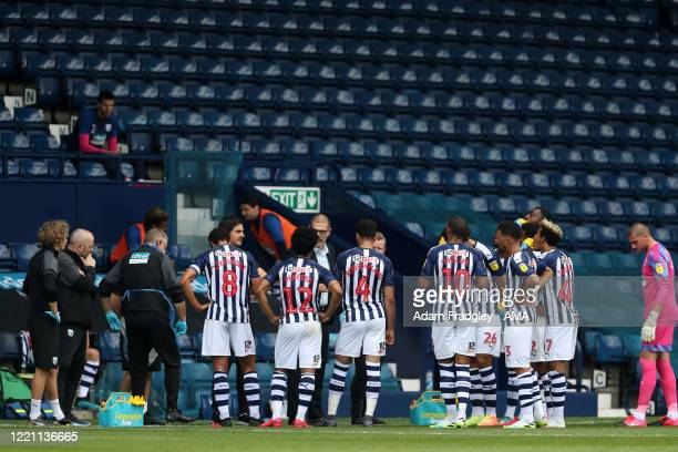 Slaven Bilic head coach / manager of West Bromwich Albion speaks to his players during a first half drinks break in the match during the Sky Bet...