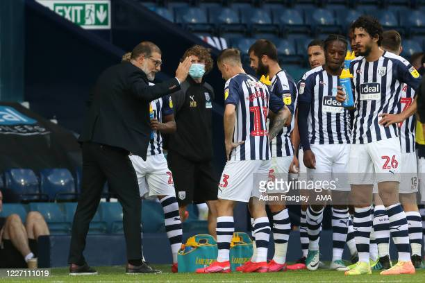 Slaven Bilic head coach / manager of West Bromwich Albion speaks to his [players during the first half water / drinks break during the Sky Bet...