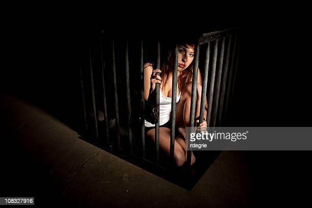 l'esclavage et la traite des êtres humains - femme dominante photos et images de collection