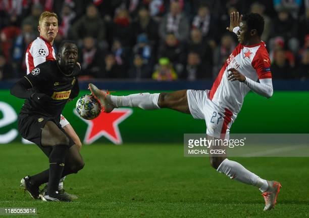 Slavia Prague's Ivorian midfielder Ibrahim Traore and Inter Milan's Belgian forward Romelu Lukaku vie for the ball during the UEFA Champions League...