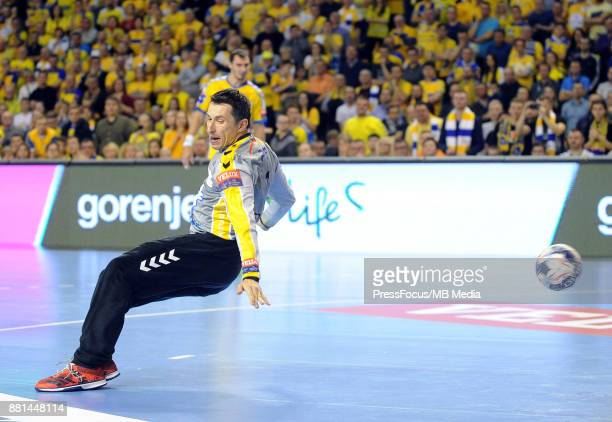 Slawomir Szmal during the EHF Men's Champions League Game between PGE Vive Kielce and PSG Handball on November 26 2017 in Kielce Poland