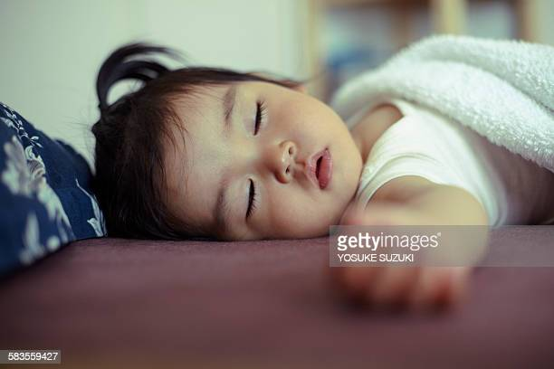 sleeping an asian baby - 1歳以上2歳未満 ストックフォトと画像