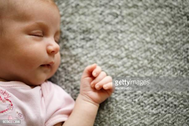 寝室の赤ちゃん