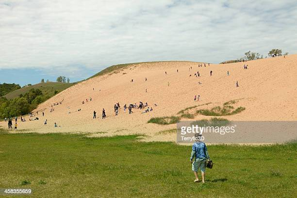 sleeping bear dunes climbing area - leelanau county  michigan stock pictures, royalty-free photos & images