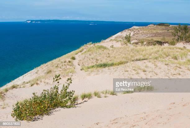 sleeping bear dunes, sleeping bear point and south manitou island, sleeping bear dunes national lakeshore, michigan - ed reschke photography imagens e fotografias de stock