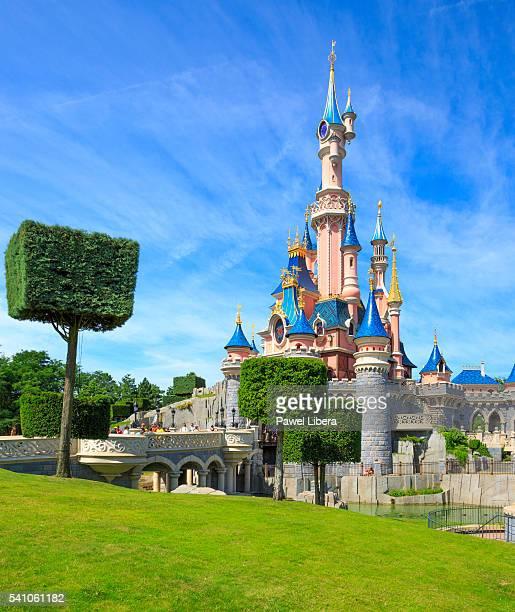 sleeping beauty castle at disneyland resort paris. - disney world stock pictures, royalty-free photos & images