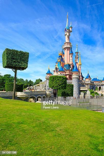 sleeping beauty castle at disneyland resort paris. - disney stock pictures, royalty-free photos & images