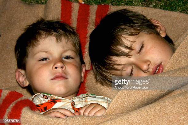sleeping brothers - florence douillet photos et images de collection