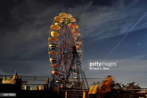 sleeping ferris wheel - sagrat cor stock pictures, royalty-free photos & images