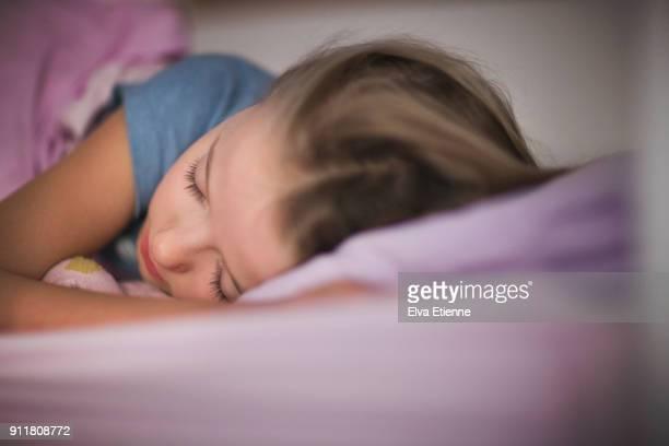 sleeping girl (10-11) - 10 11 anni foto e immagini stock