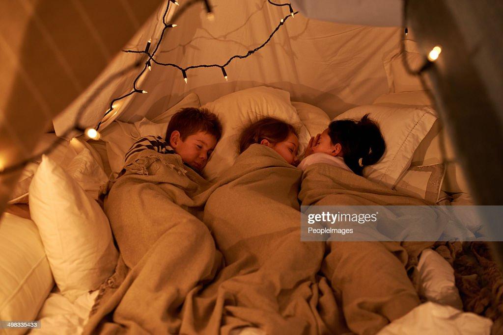 寝室の小さな天使 : ストックフォト