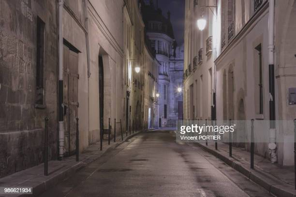 sleeping paris - old town stock pictures, royalty-free photos & images