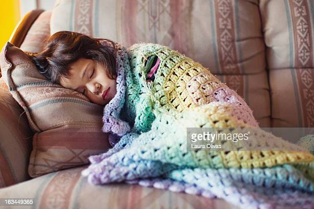 sleeping toddler and torn security blanket - avvolto in una coperta foto e immagini stock