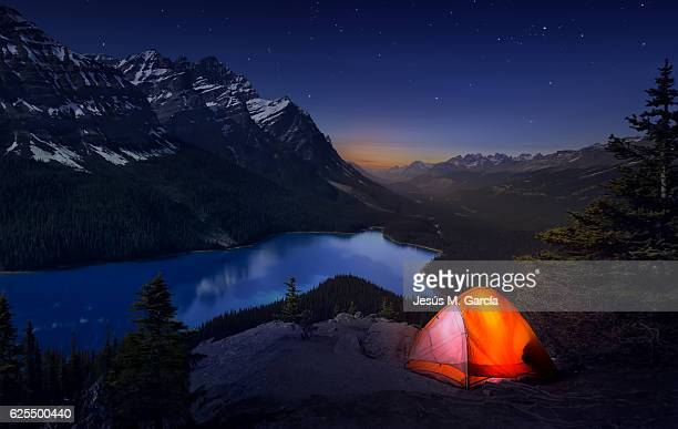 sleeping with the stars at peyto lake - banff national park stock pictures, royalty-free photos & images