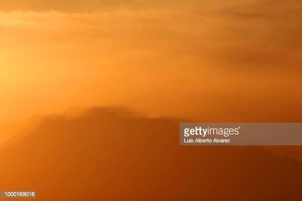 Sleeping woman at dawn / Mujer dormida al amanecer