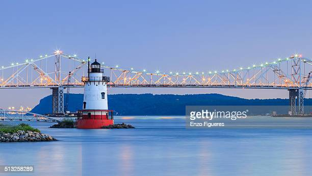 sleepy hollow lighthouse and tappan zee bridge - westchester county stock pictures, royalty-free photos & images