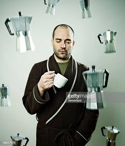 sleepy homme sous la pluie de machines à café - pluie humour photos et images de collection
