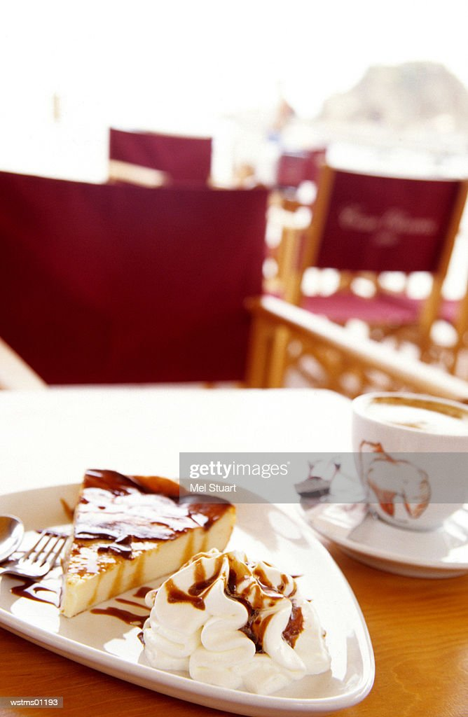 Slice of cheesecake with fresh cream and Cappuccino, Catalonia, Spain : Foto de stock