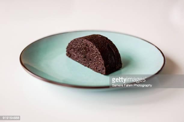 slice of chocolate cake on plate - 皿 ストックフォトと画像